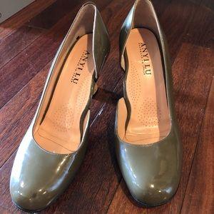 Anyi lu patent Italian leather green pumps heels